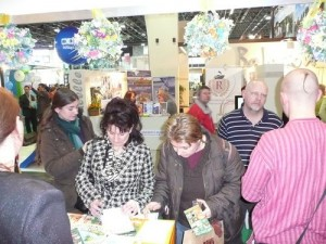 Látogatói regisztráció a Krisna-völgyi standnál