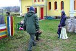 Talicskás tüzelőhordás a Krisna-völgyi iskolánál