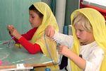 Kézműves óra a Krisna-völgyi iskolában