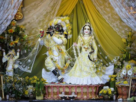 Srí Srí Rádhá-Syámasundara Krisna-völgyben