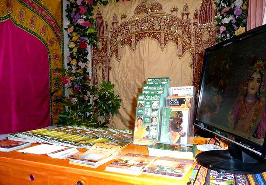 Krisna-völgy és partnereinek szóróanyaga az Utazás 2010 expón