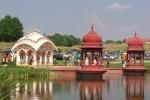 Sríla Prabhupáda emlékmű a Krisna-völgyi dísztónál